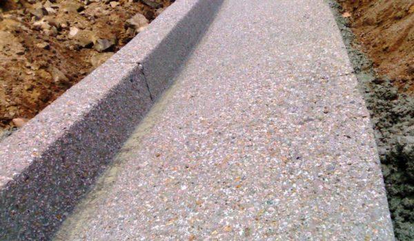 Caniveaux ou dispositifs d'assainissement de surface en béton