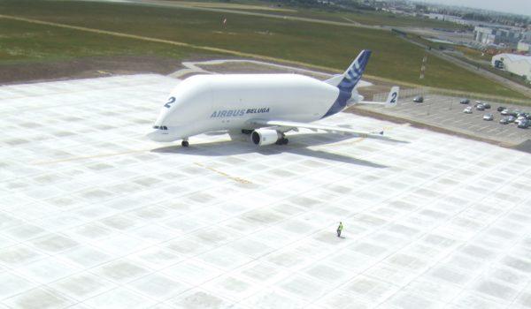 Pistes et aires de stationnement aéroportuaires